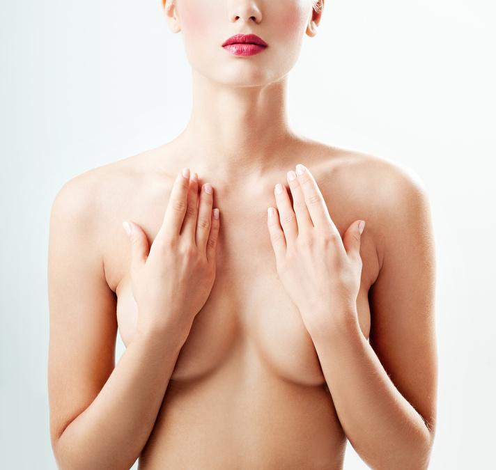 Vollere Brust mit Vergrößerung durch Eigenfett