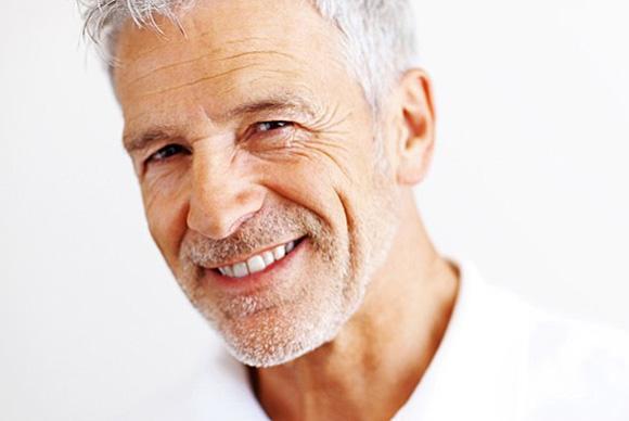 Volles Haar auch im höheren Alter dank Haartransplantation